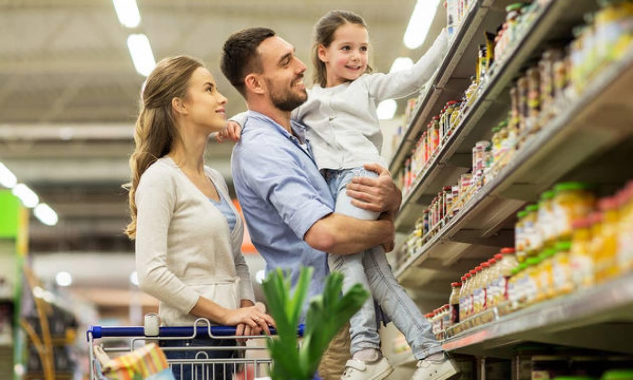 Πώς θα επιλέξετε τρόφιμα χωρίς να επιβαρύνετε υπερβολικά την τσέπη σας