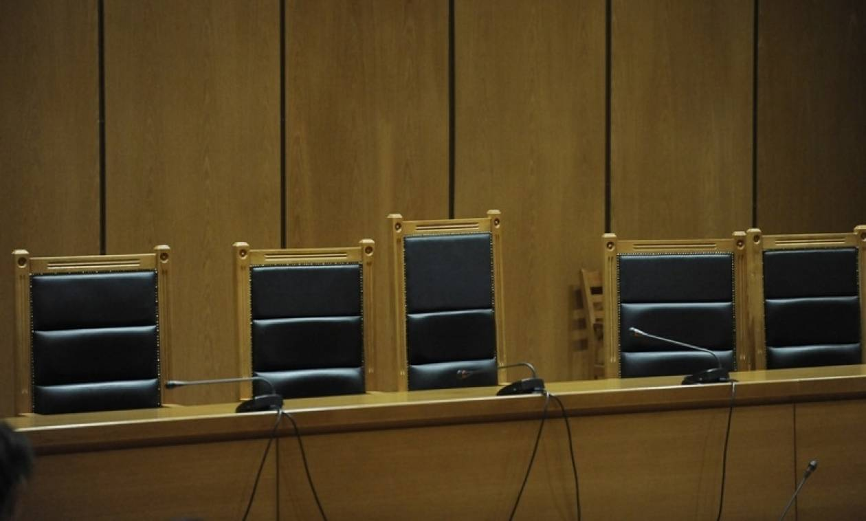 Ποινή φυλάκισης 12 μηνών σε ψυχίατρο που εξέδιδε ψευδή πιστοποιητικά σε στελέχη της Χρυσής Αυγής