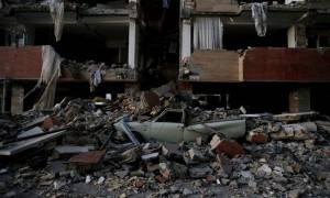 Ανείπωτος θρήνος στο Ιράν: Εκατοντάδες νεκροί και χιλιάδες τραυματιές από το σεισμό (pics+vid)