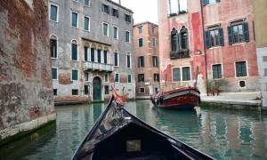 Βενετία: Τουρίστες έκλεψαν γόνδολα για να κάνουν βόλτα αλλά δεν περίμεναν αυτό που θα ακολουθούσε