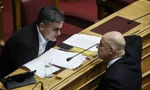 Κοινωνικό μέρισμα: Έντονη αντίδραση Δένδια στη Βουλή - Τι απάντησε ο Τσακαλώτος