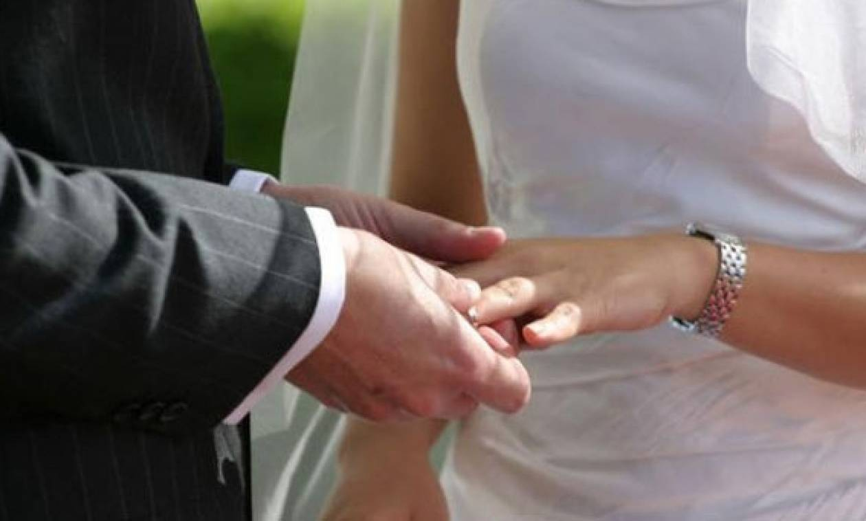 Χαμός σε γάμο: Ο γαμπρός έκανε το λάθος που δεν έπρεπε και το... κακό έγινε - Δείτε το βίντεο!