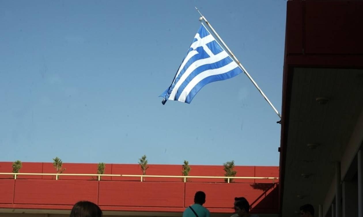 Κρήτη: «Γιατί αποβάλαμε τον μαθητή που ύψωσε την ελληνική σημαία»