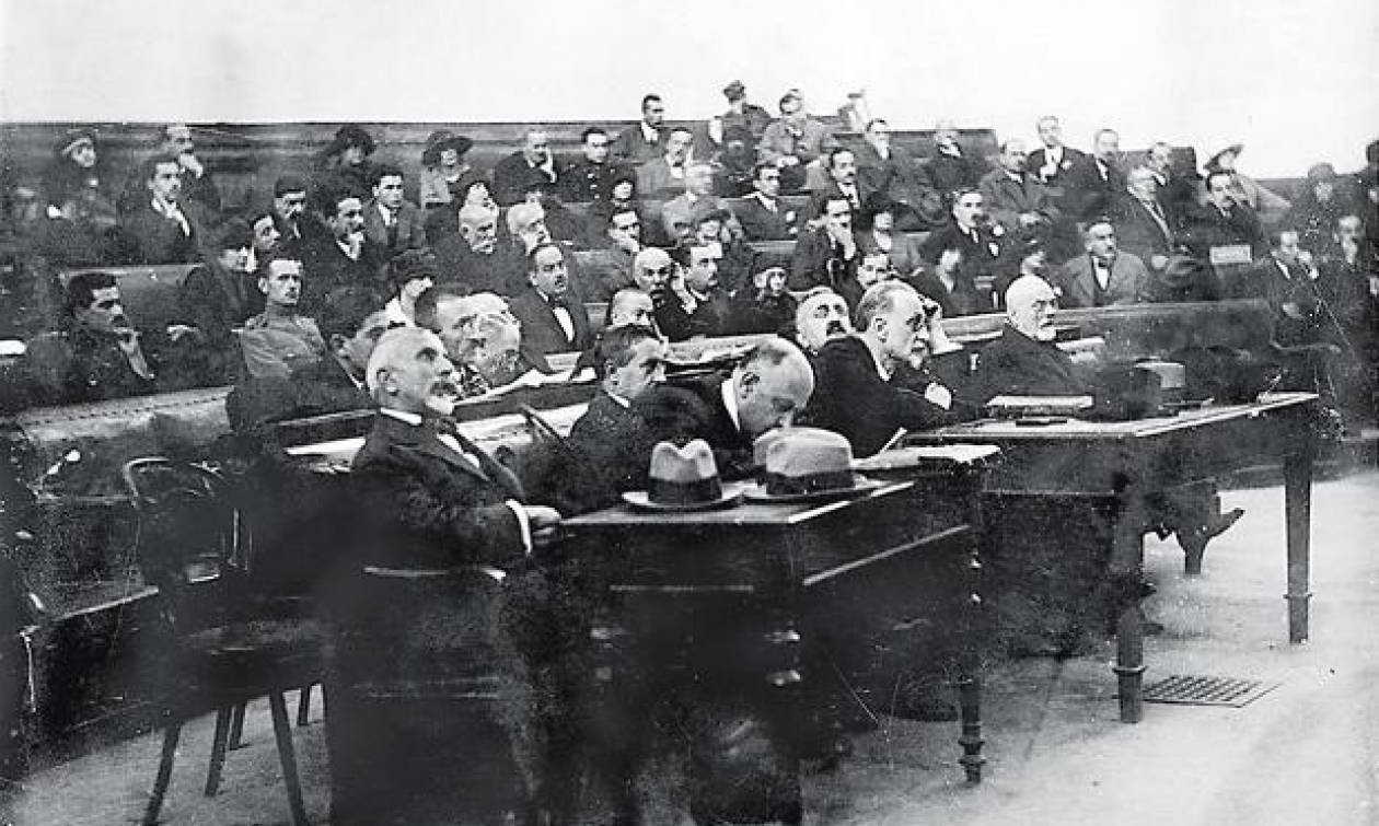 Σαν σήμερα το 1922 οδηγούνται στο εκτελεστικό απόσπασμα οι «Έξι» για τη Μικρασιατική Καταστροφή