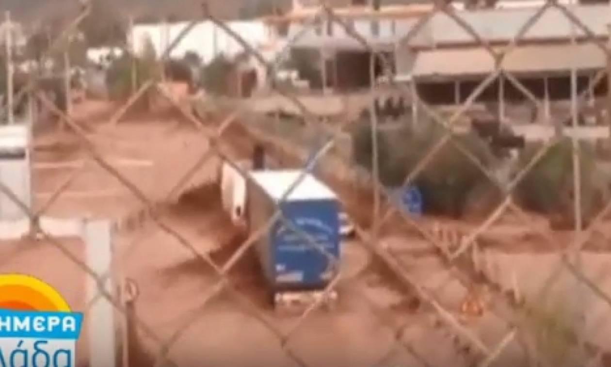 Βίντεο - σοκ από τη Νέα Πέραμο: Οδηγοί ανέβηκαν σε φορτηγά για να σωθούν από τον χείμαρρο