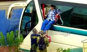 Κακοκαιρία - Εικόνες ΣΟΚ: Λεωφορείο γεμάτο επιβάτες «πνίγηκε» στην παλαιά Εθνική Οδό