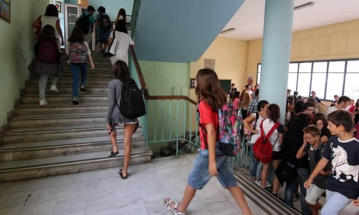 Παραλίγο τραγωδία σε Γυμνάσιο: Έπεσε σιδερόβεργα από ταβάνι!