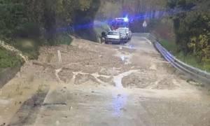 Σφοδρή κακοκαιρία σαρώνει και την Ιταλία - Πλημμύρες και κατολισθήσεις (vid)