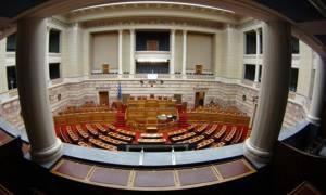Βουλή: Εγκρίθηκε το νομοσχέδιο για τη διανομή του κοινωνικού μερίσματος