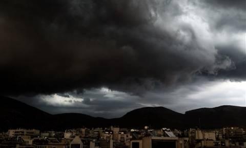 Καιρός ΤΩΡΑ: Άρχισε να «φορτώνει» ξανά – Ισχυρές καταιγίδες τα ξημερώματα