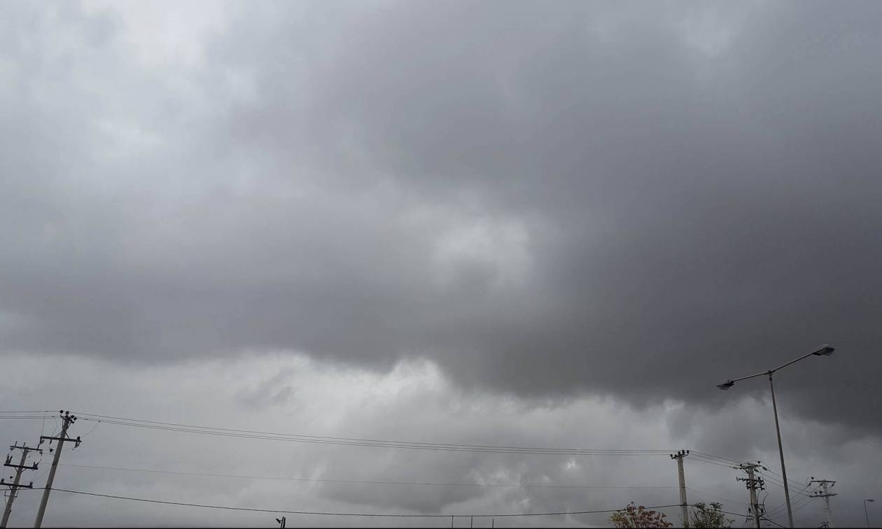 Καιρός ΤΩΡΑ: Η κακοκαιρία «κύκλωσε» την Αττική - Ισχυρές βροχές και καταιγίδες