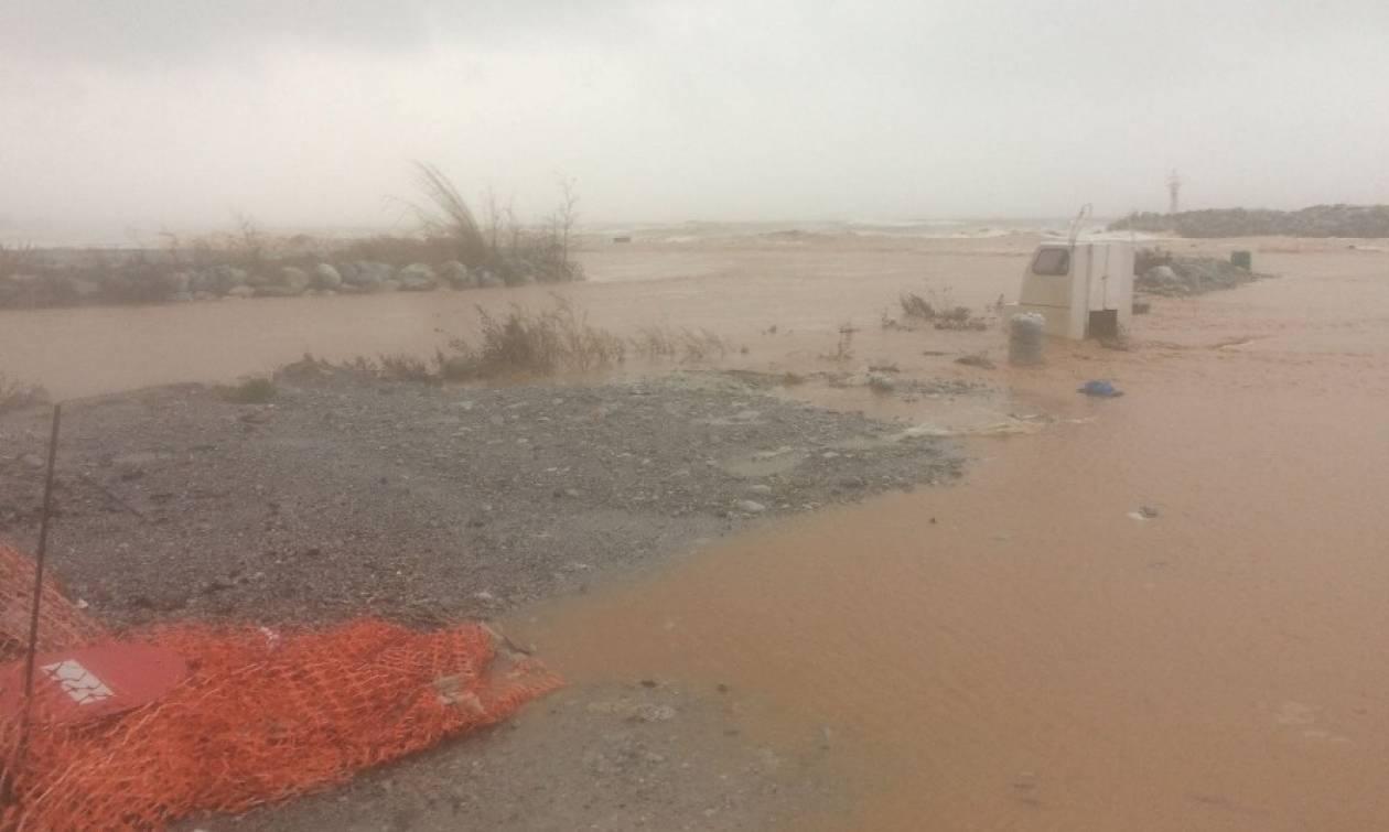 «Κόπηκε» η Εθνική Οδός Αθηνών - Θεσσαλονίκης λόγω σφοδρής βροχόπτωσης