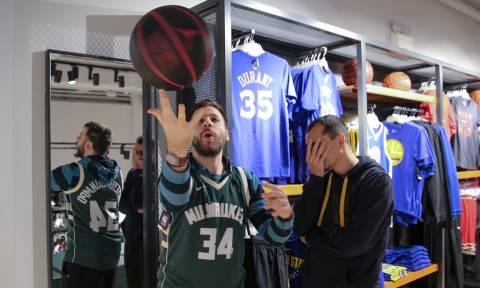 Όταν δύο άντρες πηγαίνουν στο Golden Hall για μπάσκετ!