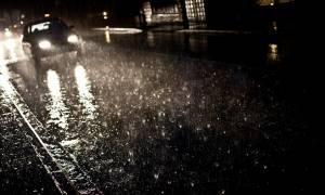 Καιρός Αθήνα: Άνοιξαν οι ουρανοί - Ποτάμια οι δρόμοι - Έγινε η νύχτα μέρα από τις αστραπές