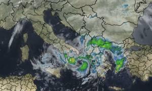 Καιρός ΤΩΡΑ: Στο έλεος του κυκλώνα «Ζήνων» η Ελλάδα - Ποιες περιοχές θα πλήξει ο Medicane (pics)