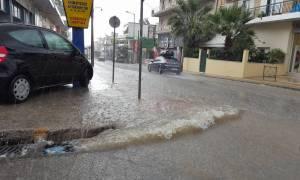 Καιρός ΤΩΡΑ: Η κακοκαιρία «σφυροκοπά» πάλι την Αττική - Ισχυρές βροχές και καταιγίδες (pics+vids)