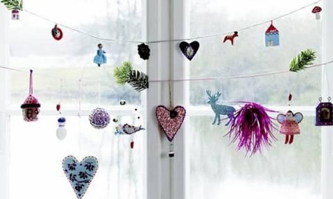 Ούτε μία, ούτε δύο αλλά 70 υπέροχες ιδέες για να διακοσμήσετε τα παράθυρα φέτος τα Χριστούγεννα