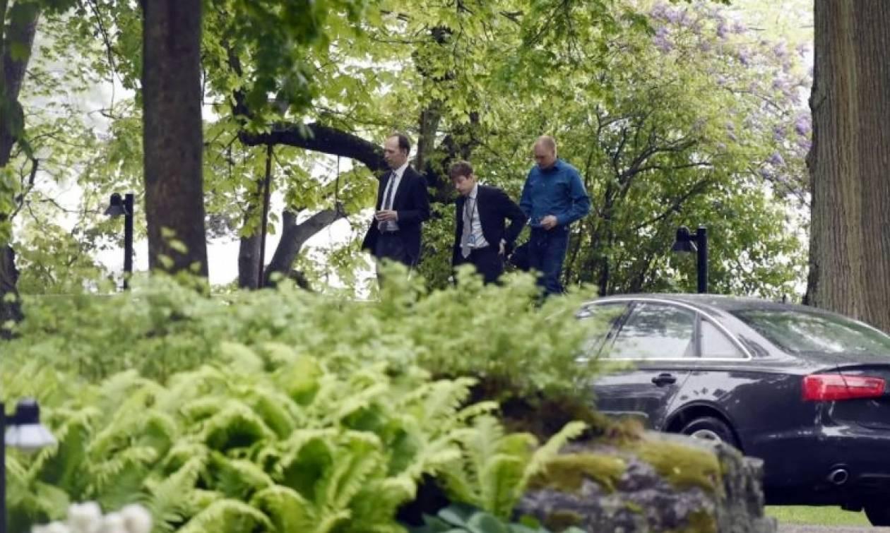 Απίστευτο! Κρύφτηκε στο πορτ-μπαγκάζ για να συναντηθεί μυστικά με τον πρωθυπουργό