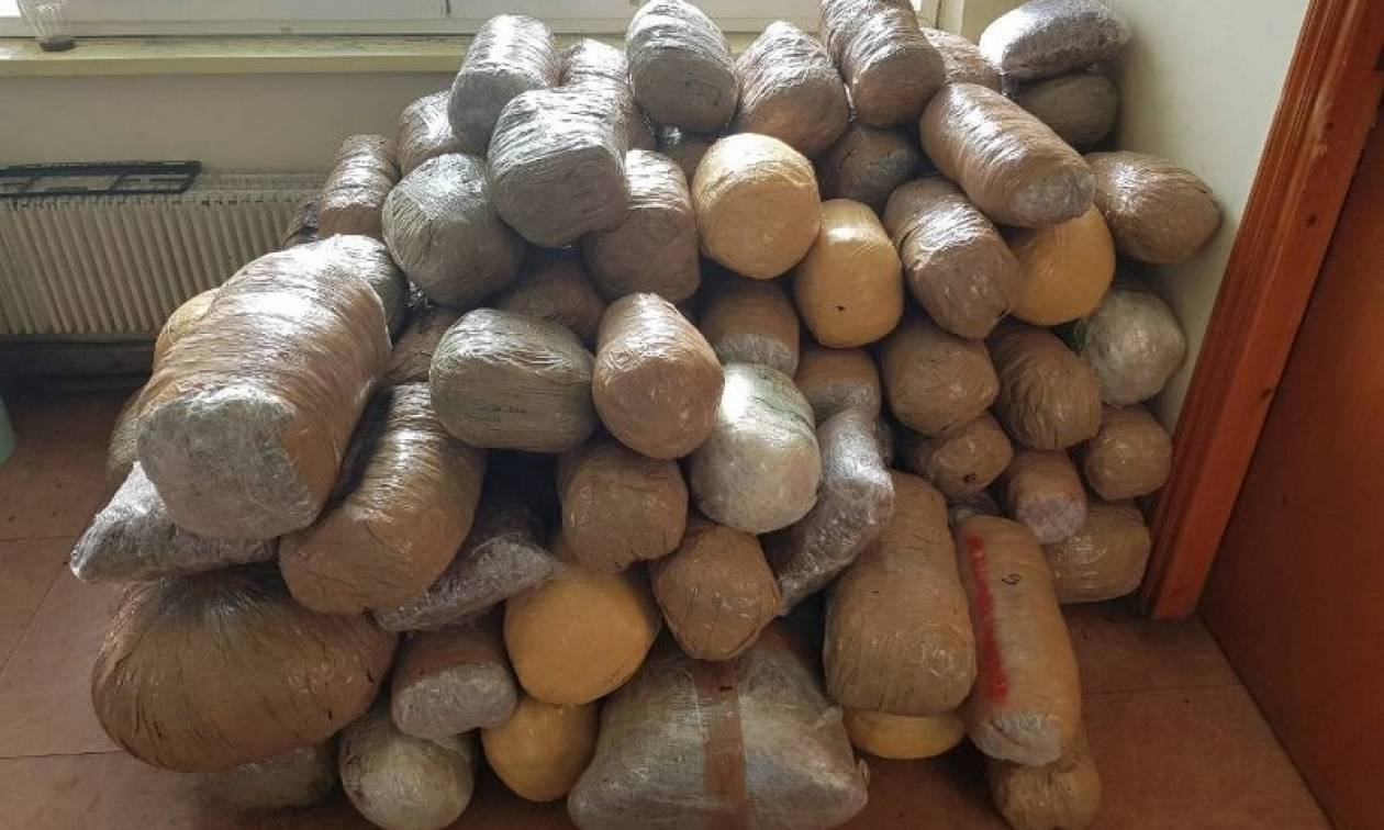 Ιωάννινα: «Μπλόκο» σε 20χρονο με 142 κιλά κάνναβης στην Αετόπετρα (pics)