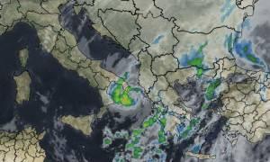 Καιρός ΤΩΡΑ: Πάνω από την Ελλάδα ο κυκλώνας «Ζήνων» - Δείτε πού θα χτυπήσει ο Medicane (pics)