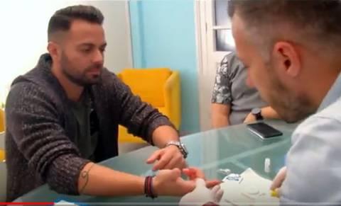 Ο Ηλίας Βρεττός έκανε on camera τεστ HIV!