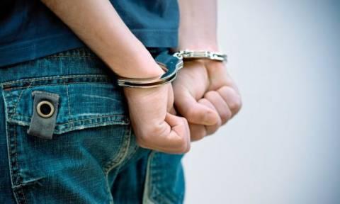 Λάρισα: Χειροπέδες σε 17χρονο κατά συρροή διαρρήκτη αυτοκινήτων