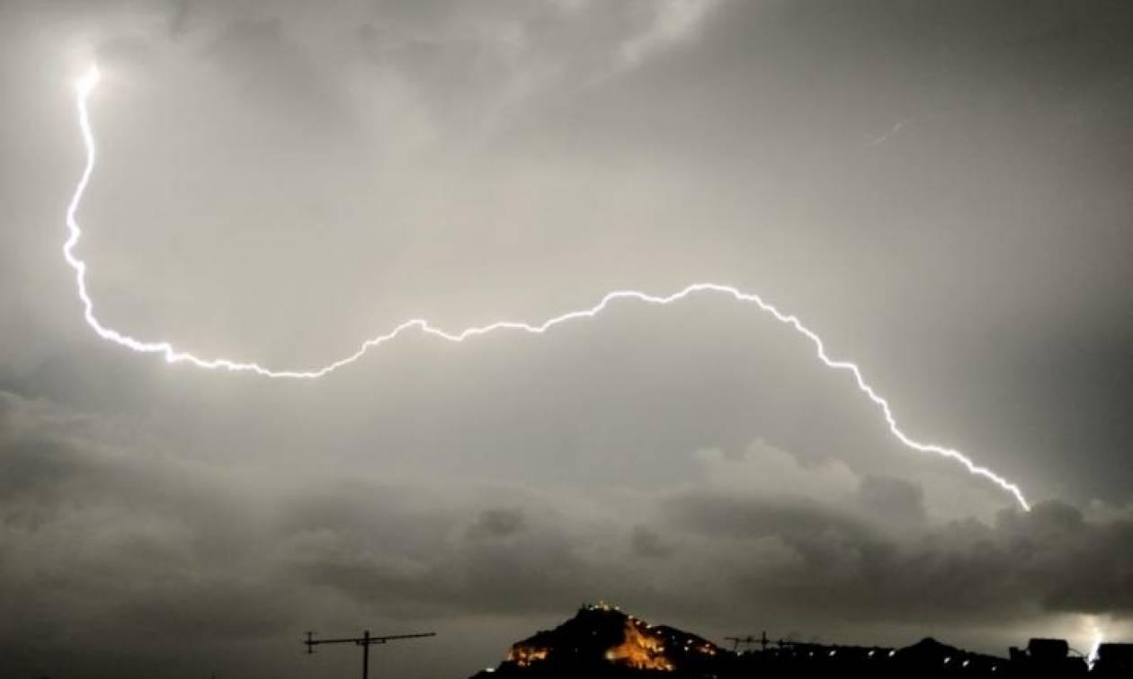 Καιρός: Ο «Ζήνων» σφυροκοπά τη χώρα με καταιγίδες και χαλάζι - Πού «χτυπούν» τα έντονα φαινόμενα