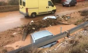 Κακοκαιρία: Βοήθεια στη Μάνδρα στέλνει η Κρήτη