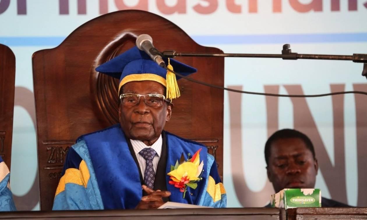 Ζιμπάμπουε: Εκδιώχθηκε από το κυβερνών κόμμα ο Ρόμπερτ Μουγκάμπε