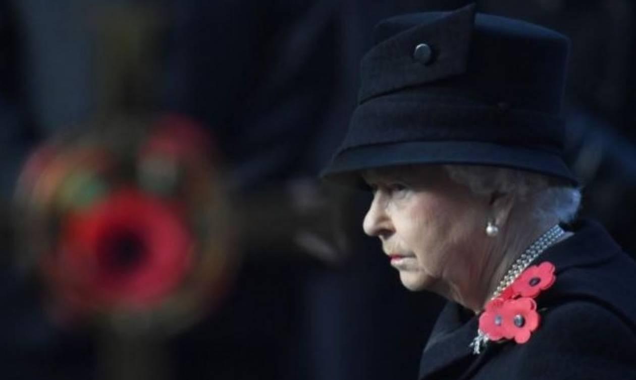 Βρετανία: Η κίνηση της βασίλισσας Ελισάβετ που «πρόδωσε» το διάδοχο του θρόνου (vid)