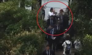 ΣΟΚ: H στιγμή που οπαδός σπάει τον αστυνομικό κλοιό και ορμάει στον Ρονάλντο! (Vid)