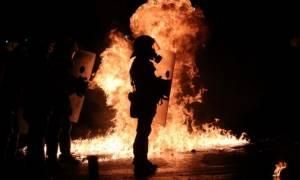 Πολυτεχνείο: Βρήκαν ρούχα του δράστη που έριξε τη φωτοβολίδα