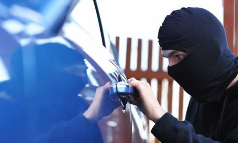 Βέροια: Έκανε μια περουσία κλέβοντας αντικείμενα από σταθμευμένα αυτοκίνητα