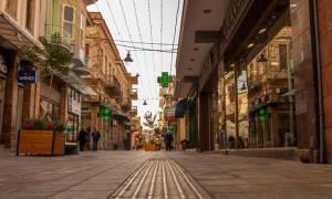 Χίος: Κατεβάζουν ρολά τα καταστήματα