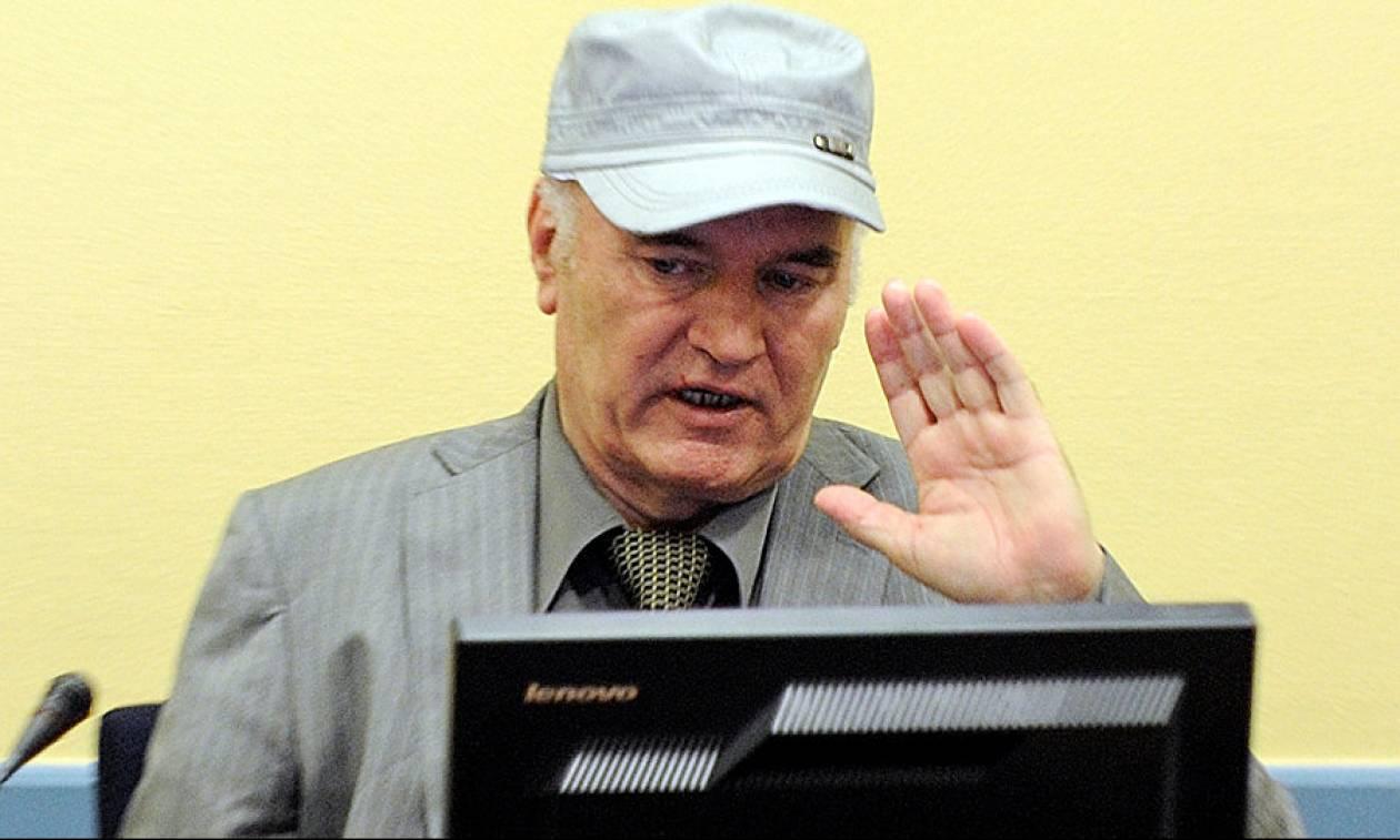 Χάος στη δίκη του Ράτκο Μλάντιτς - Τον έβγαλαν έξω από την αίθουσα