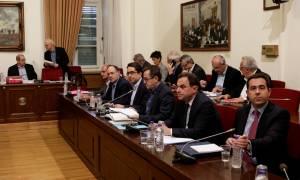 Βίαιη προσαγωγή του πρώην διευθυντή του ΚΕΕΛΠΝΟ αποφάσισε η Εξεταστική για την Υγεία