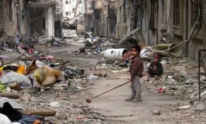 ΟΗΕ: Οι πολιορκημένοι Σύροι τρώνε σκουπίδια και λιποθυμούν από την πείνα