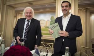 Αλέξης Τσίπρας από τη Γαλλία: «Το βραβείο που παρέλαβα, ανήκει στον ελληνικό λαό»