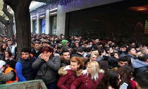 Black Friday: Χρήσιμες συμβουλές για τους καταναλωτές που σχηματίζουν ουρές στα καταστήματα