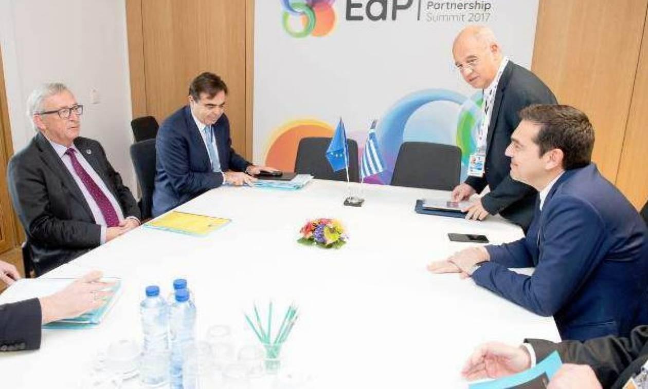 Σύνοδος Κορυφής: Ο Τσίπρας ενημέρωσε τον Γιούνκερ για τις καταστροφικές πλημμύρες