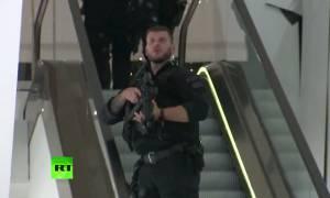 Συναγερμός στο Λονδίνο: Η αστυνομία αντιμετωπίζει το περιστατικό στο Oxford Circus ως τρομοκρατικό