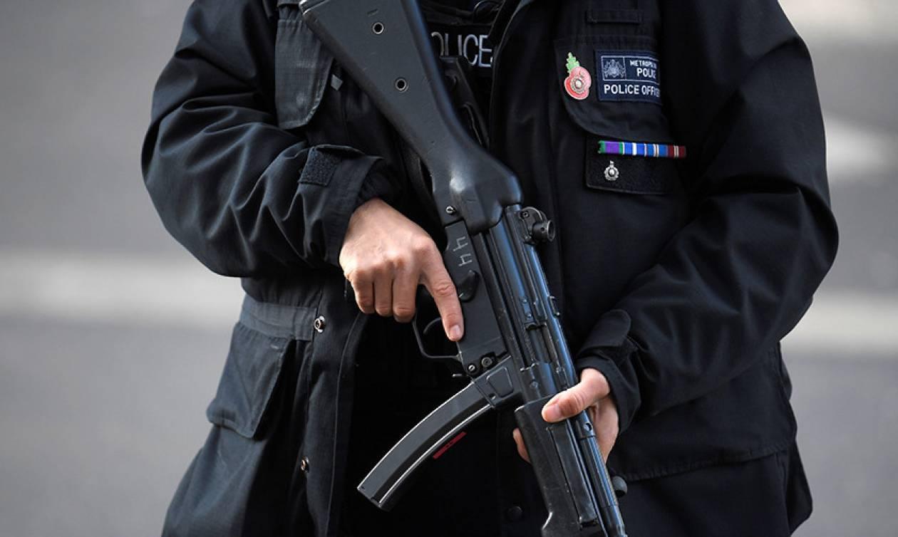 Λονδίνο: Πανικός στην Όξφορντ Στριτ από λάθος συναγερμό για ένοπλη τρομοκρατική επίθεση (Pics+Vids)
