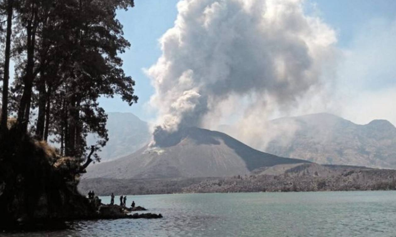 «Καπνίζει» το ηφαίστειο στο Μπαλί - Ακυρώνονται αεροπορικές πτήσεις
