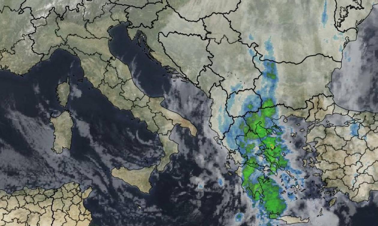 Καιρός τώρα: Κακοκαιρία με βροχές και καταιγίδες σε όλη τη χώρα - Δείτε πού θα χιονίσει (pics)