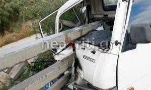 Εικόνες – σοκ από τροχαίο στην Κρήτη - Οι μπάρες διαπέρασαν φορτηγάκι