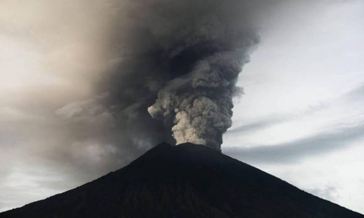 Μπαλί: Τουλάχιστον 440 πτήσεις έχουν ακυρωθεί λόγω του ηφαιστείου
