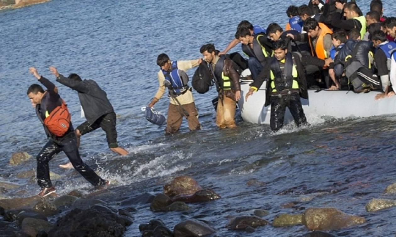 Βίντεο ντοκουμέντο: Μετανάστες έφτασαν στη Μυτιλήνη κάνοντας κουπί