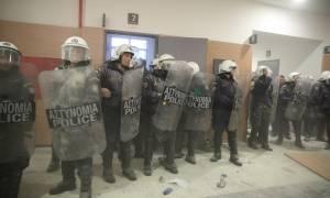 Πεδίο μάχης το Ειρηνοδικείο Αθηνών - Ξύλο και επεισόδια για τους πλειστηριασμούς