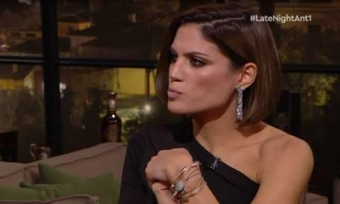 Late Night: Η αντίδραση της Συνατσάκη όταν προβλήθηκαν γυμνές της φωτογραφίες από την παράσταση