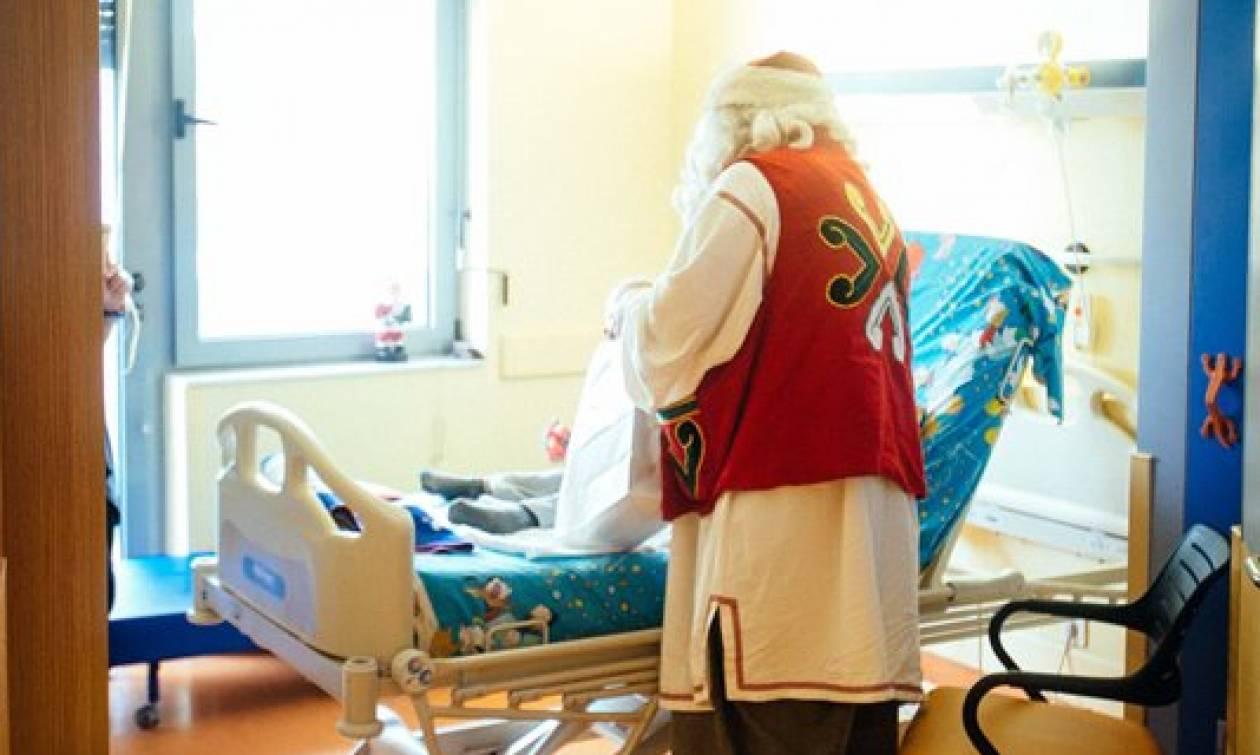Ο Άγιος Βασίλης μοίρασε δώρα στα παιδιά της Ογκολογικής Μονάδας Παίδων (pics)